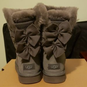 5737d987f56 UGG Bailey Bow Short Ruffle in Charcoal